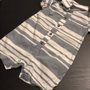 5️⃣ for 💲2️⃣5️⃣ Carters babyboy romper ~12 months